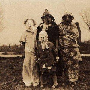 Vous pensiez vraiment avoir l'air effrayant avec votre costume d'Halloween 2013 ?  haunted-air-3-300x300